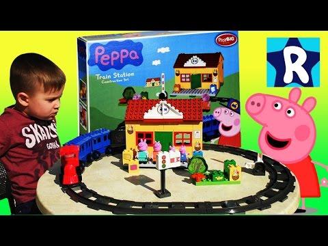 SVINKA-PEPPA-Sobiraem-Konstruktor-s-Igrushkami-Peppa-Pig-Train-Station-Construction-Set-Lego-Duplo