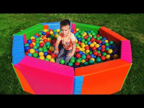 CHerepashki-Nindzya-TMNT-toys-v-Bassejne-s-SHarikami-SHar-Syurpriz-CHerepashki-Nindzya-TMNT-in-pool-balls