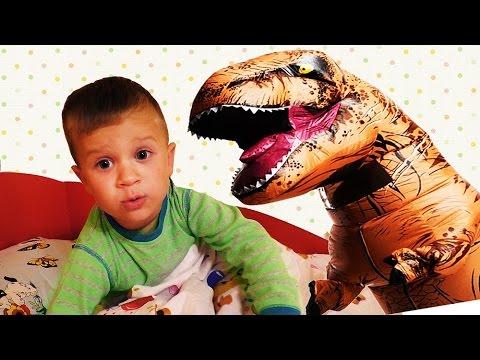 STRASHNYJ-DINOZAVR-u-nas-Doma-Dinosaurs-GIANT-LIFE-SIZE-DINOSAUR-Kids-Videos-Video-pro-Dinozavrov