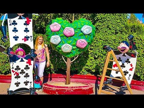 DISNEJLEND-PARIZH-2-labirint-Alisa-v-strane-chudes-Video-dlya-detej-Disneyland-Labirint-Kids-euro-show