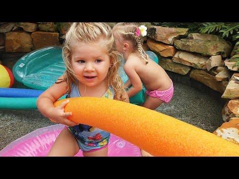 Printsessy-Kupaemsya-v-Bassejne-Printsessa-Disneya-Printsessy-Disney-Princess-Play-surprise-Toys-Pool