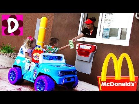 GOLODNYE-DETI-Edut-v-Makdonalds-na-Mashine-Kids-Ride-On-Car-McDonalds-Drive-Thru-Kids-Diana-Show