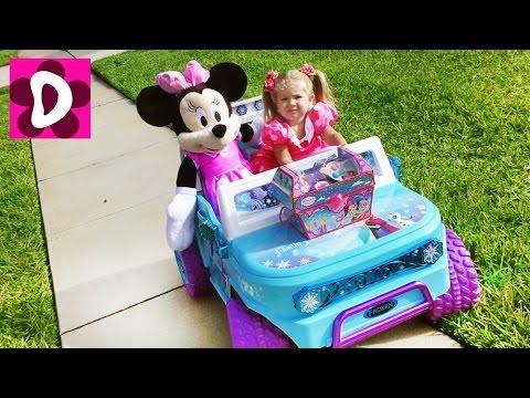 Minni-Maus-edet-ZA-SOKROVISHHAMI-Video-dlya-Detej-Disney-Minnie-Mouse-and-Mickey-Mouse-surprise-Toys