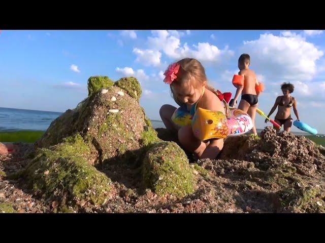 1-Otdyhaem-na-CHernom-more-Igraem-na-plyazhe-Delaem-zhivotnyh-s-peska-Odessa-Zatoka-2015-Black-Sea