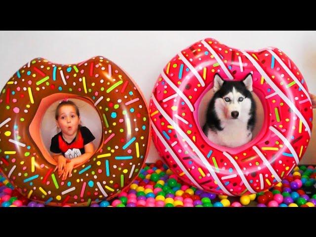 POLNAYA-KOMNATA-MYACHIKOV-Mama-v-SHokeVideo-dlya-detej-Igry-MASHINKI-Maks-Toys-For-Kids-Giant-Donut-Candy