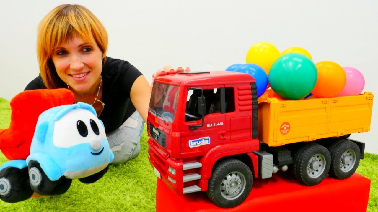 Машинки на детской площадке грузовик