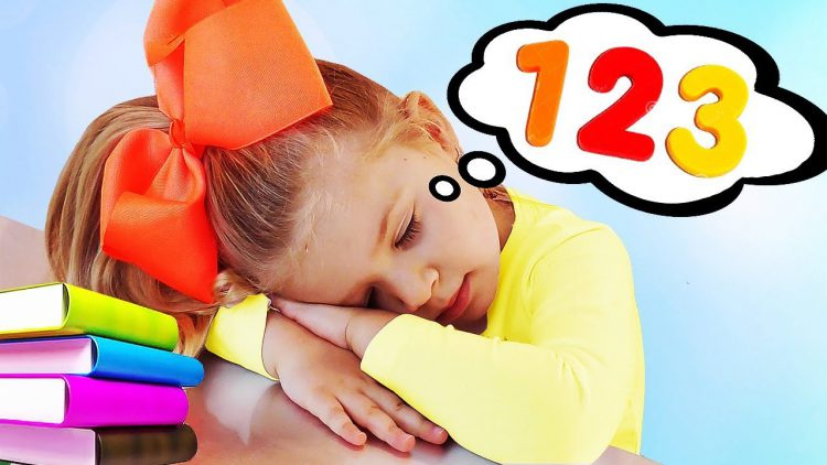 Funny-Kid-Playing-with-Colored-Balloons-Learning-Colors-and-Numbers-video-for-kids
