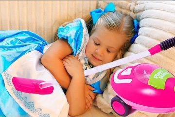 Funny-Kids-Roma-and-Diana-Pretend-Play-learn-colors-with-color-Sofas-Video-for-kids