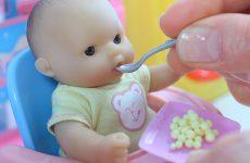 Igraem-v-Kukly-Varim-kashu-Kormim-Malysha-Baby-Doll-Play-The-Childrens-Room