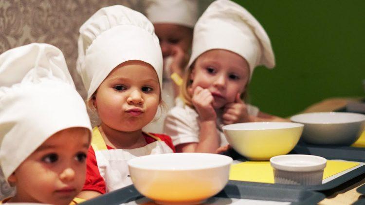 Roma-and-Diana-make-Sheesecake-dessert-with-Like-Nastya-and-Vlad-CrazyShow-Kids-video
