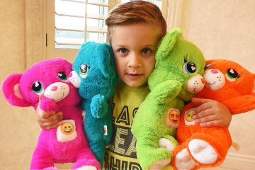 Roma-plays-with-colored-Teddy-Bears-Learn-colors-for-kids-and-toddlers-Learning-video
