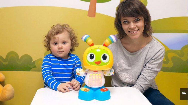 Video-dlya-Malyshej-Interaktivnyj-Robot-Zajchik-BIBO-i-malysh-Nikita.-Igry-dlya-samyh-malenkih-detej
