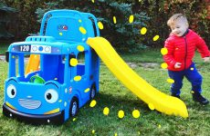 Wheels-On-The-Bus-Song-Funny-Playground-for-kids-and-Nursery-Rhymes-Songs-for-children-and-babies