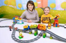 BOLSHOJ-POEZD-Lego-Duplo-s-ZHeleznoj-Dorogoj-Razvivayushhee-video-dlya-detej-s-Konstruktorom-LEGO-DUPLO