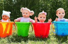 Diana-Pretend-Play-with-Baby-doll-and-Learn-colors-with-kids-toys-video-for-children