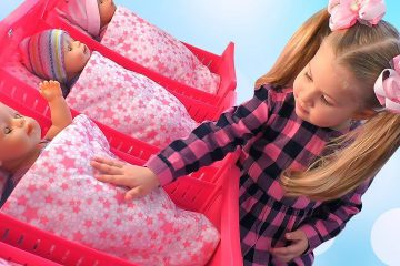 Diana-pretend-play-with-Baby-Dolls-Eating-and-Playing-Videos-for-kids