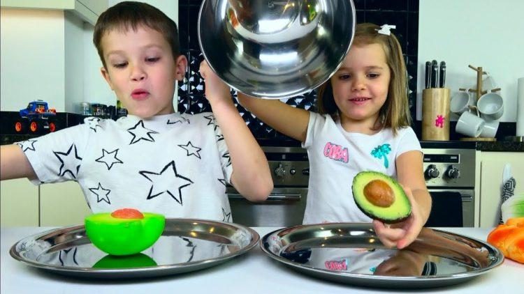 CHELLENDZH-SQUISHY-FOOD-2-PROTIV-nastoyashhaya-EDA-REAL-FOOD-vs-squishy-toys-CHALLENGE
