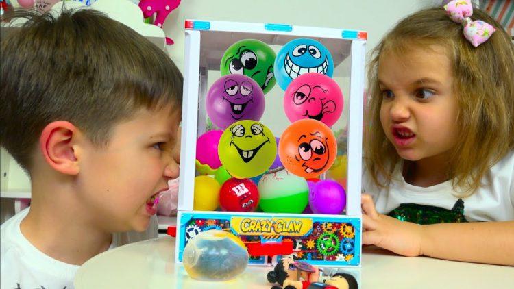 CHELLENDZH-Avtomat-s-SHarikami-LOL-i-Robloks-igrushki-Minecraft-Toys-Dispenser-Challenge