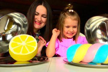 CHELLENDZH-SQUISHY-FOOD-PROTIV-nastoyashhaya-EDA-Katya-VS-Lyuda-REAL-FOOD-vs-squishy-toys-CHALLENGE