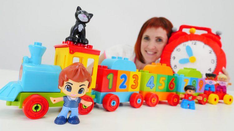 Igrushki-Lego-Duplo-v-detskom-sadu-u-Mashi-Kapuki