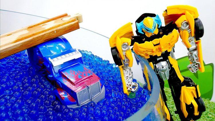 Igry-s-Transformerami-Optimus-upal-v-ozero-Video-pro-mashinki