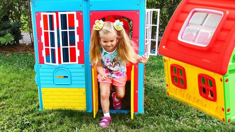 Roma-and-Diana-Pretend-Play-with-Playhouse-for-kids-Funny-video-Compilation
