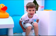 DIY-3-H-komnatnyj-dom-dlya-DETEJ-i-RUM-TUR-ili-Pretend-Play-in-DIY-Playhouse-for-children