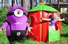 Diana-Builds-House-for-the-Minion-Funny-videos-for-children
