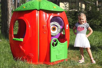 Diana-Pretend-Play-with-funny-Minions-and-Playhouse-for-kids