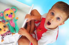 Roma-has-funny-Dreams-Pretend-Play-video-for-kids
