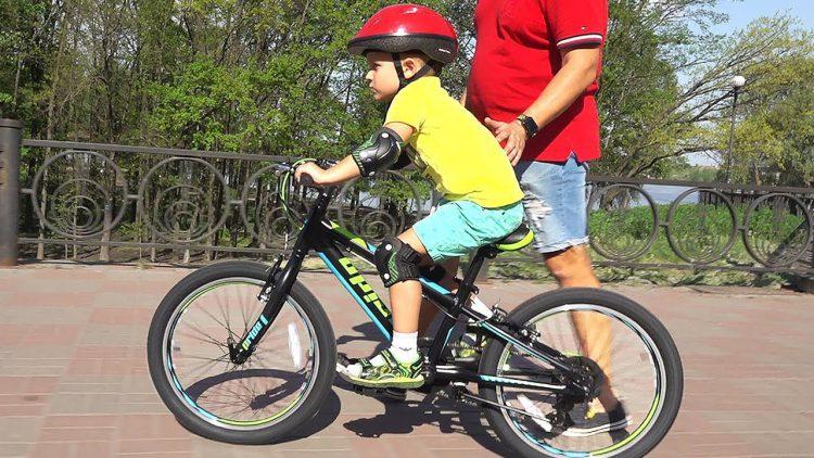 VLOG-Novyj-velosiped-PRIDE-JOHNNY-Roma-nauchilsya-katatsya-za-5-minut