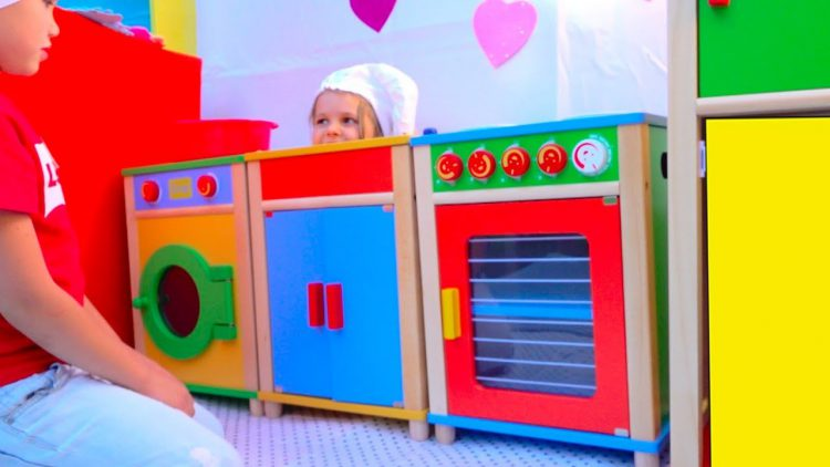 DIY-Detskij-DoM-RESTORAN-s-igrovoj-kuhnej-ili-Pretend-Play-in-DIY-Playhouse-for-children