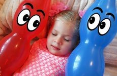 Diana-Pretend-Play-with-Baby-Baloons-Video-for-kids