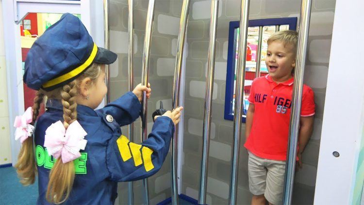 Fun-Pretend-Play-Professions-for-Kids-Story-in-the-Childrens-museum