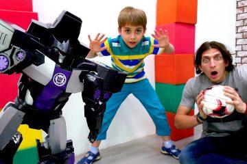 Igraem-v-futbol-s-Transformerami-Video-s-igrushkami-dlya-malchikov