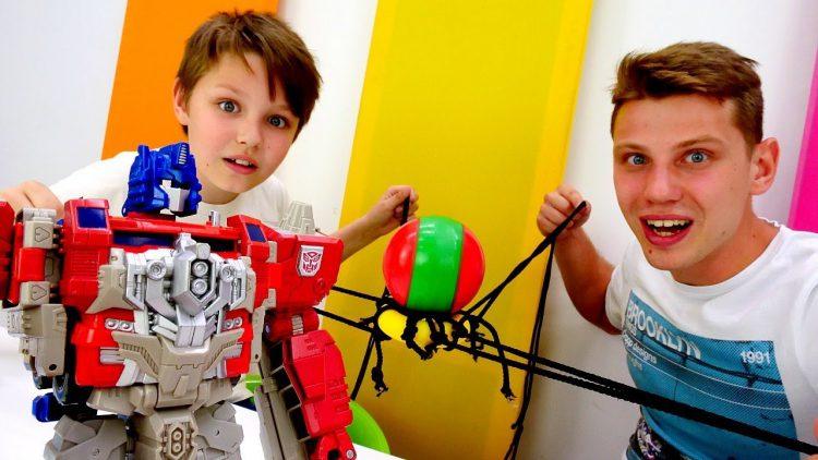 Roboty-Transformery.-Optimus-i-Bamblbi-pryachut-Energon