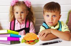 Roma-Diana-i-shkolnye-obedy-Roma-and-Diana-Pretend-Play-school-funny-video-for-kids