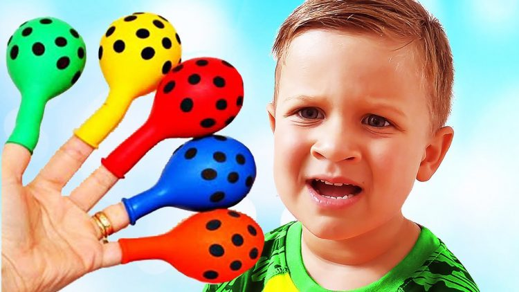 Roma-Pretend-Play-with-Balloons-and-Finger-family-song