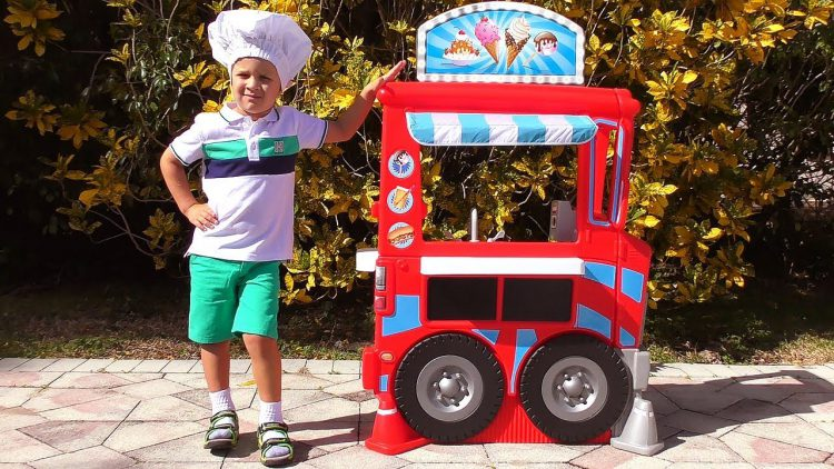 Roma-and-Papa-Pretend-Play-with-Food-cooking-Truck-Toy