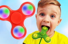 Roma-and-Papa-Pretend-Play-with-toys-Johny-Johny-yes-papa-nursery-rhyme