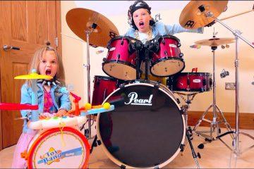 Barabany-dlya-Maksa-i-Kati-ili-Pretend-Play-with-Musical-Instruments