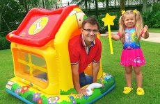 Diana-i-novyj-Domik-dlya-detej-Diana-pretend-play-with-Playhouse-for-kids