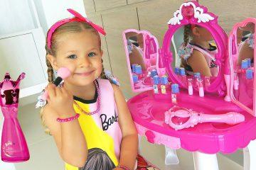 Diana-i-volshebnoe-Zerkalo-Diana-and-Roma-Pretend-Play-with-Makeup-Play-Table-Toy