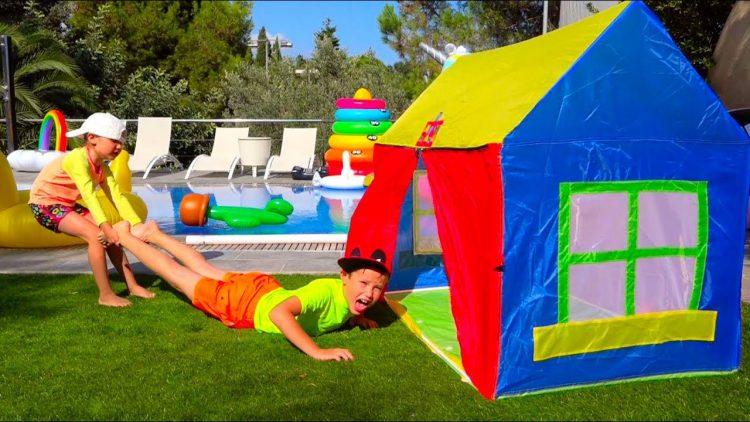 Katya-i-Maks-NE-PODELILI-EDU-Kto-Vo-VSEM-VINOVAT-Kids-have-fun-with-childrens-play-tent-near-pool