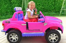 Roma-helps-Diana-Kids-pretend-play-with-toys-compilation