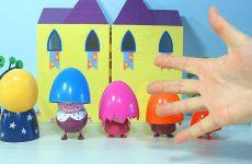 Pesenka-Semya-Palchikov-na-russkom-Uchim-tsveta-s-semyoj-Peppy-Video-s-igrushkami-Learn-colors