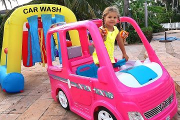 Diana-and-Papa-Pretend-Play-car-wash
