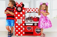 Diana-Pretend-Cooking-with-New-Kitchen-Toy