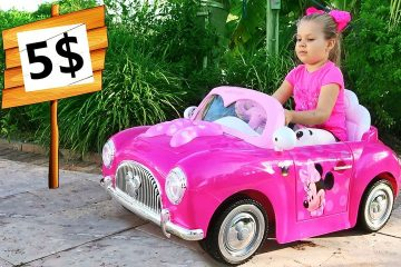 Diana-Pretend-Play-with-new-Toy-Cars