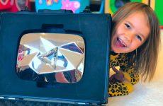 Igrushki-i-BRILLIANTY-4-goda-Miss-Katy-s-tigrami-Birthday-Party-with-toys-and-Diamont-Button